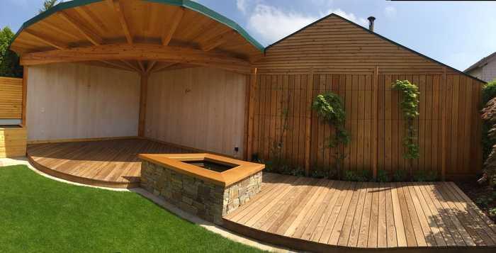 Terrasse und Pergola