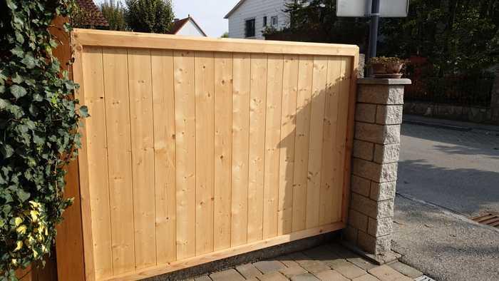 Holztor Gartenmauer
