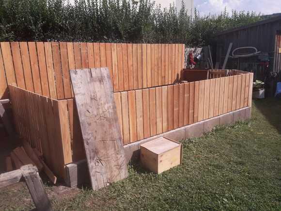 Gartenzaun mit Hasengehäge