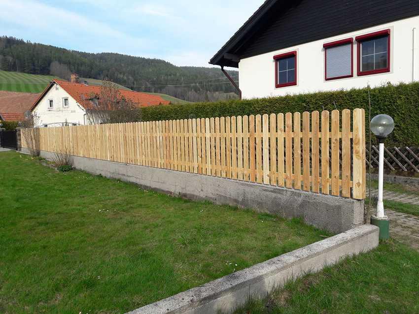Holzzaun Einfamilienhaus